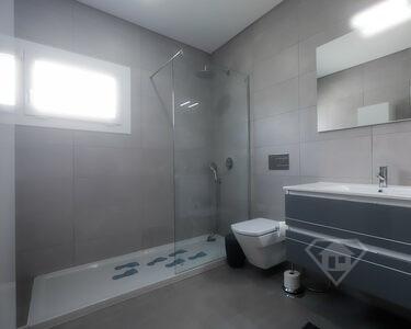 Moradia isolada T3+1, com acabamentos de luxo e piscina, em Azeitão