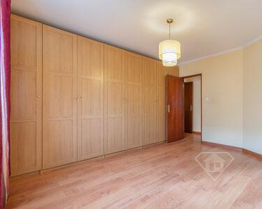 Apartamento T4, com cozinha equipada e lugar de garagem, em Peniche