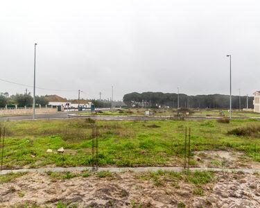 Terreno urbano com 294m2 para moradia em banda na Azambuja