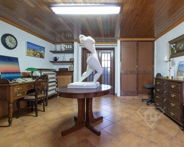 Moradia histórica T1, de beleza única e inserida em quinta do séc. XVI, em São Quintino