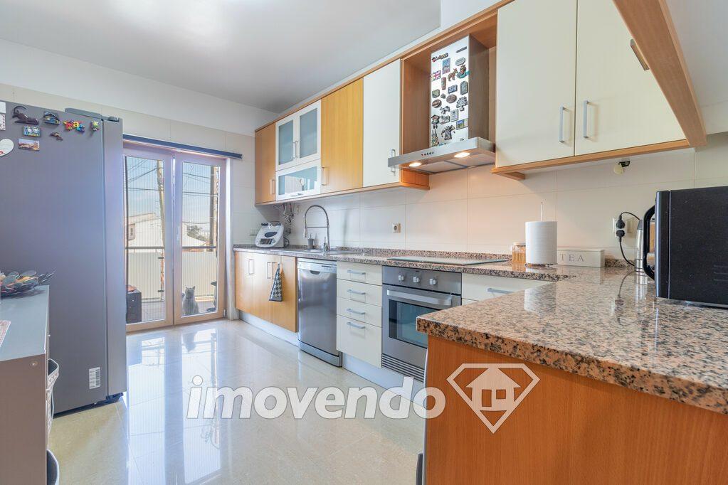 Apartamento T2 em Loures, Loures com 92 m<sup>2</sup> por 260.000