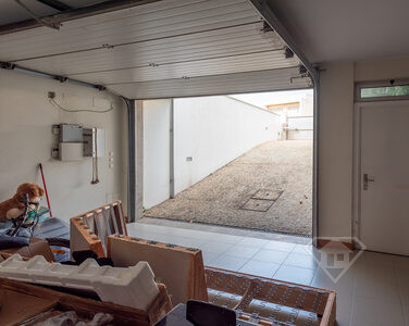 Moradia em banda T5+1, com acabamentos de luxo e garagem, em Braga