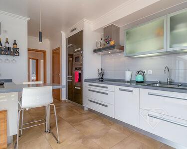 Apartamento T2, inserido em condomínio de luxo com piscina, em Mafra