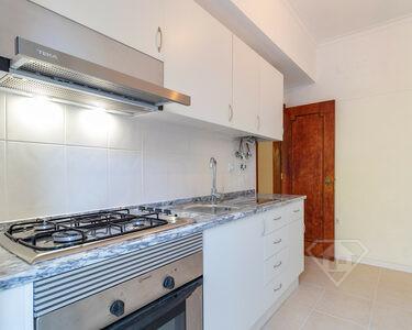 Apartamento T2, pronto a habitar e em localização privilegiada na Amadora