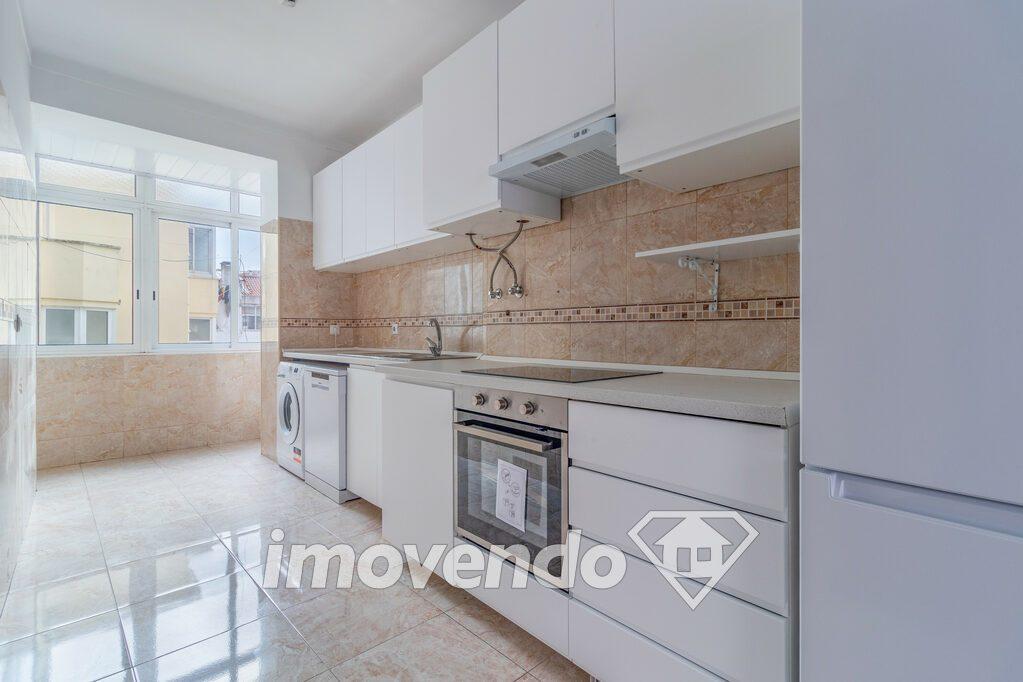 Apartamento T3 em Amadora, Damaia com 79 m<sup>2</sup> por €145.000