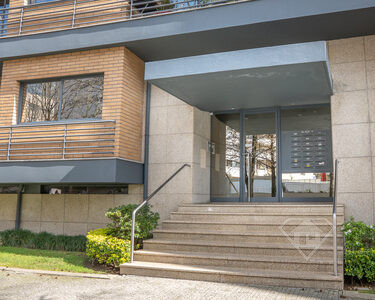 Apartamento T2, com box para uma viatura e áreas generosas, na Maia