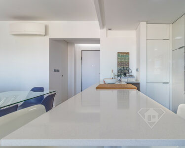 Apartamento T2 moderno e de luxo, com cozinha equipada e garagem, na Amadora