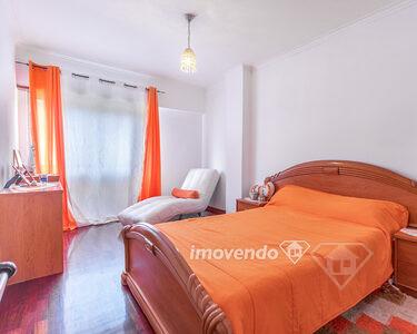 Apartamento T1, com arrecadação e excelente exposição solar, no Cacém