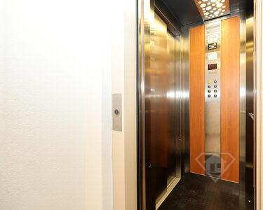 Apartamento T3, como novo, com lugar de garagem, em zona nobre do Montijo