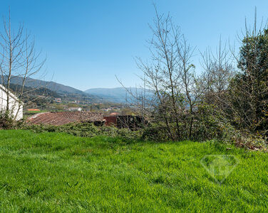 Conjunto de propriedades, que inclui moradia com projeto aprovado, junto do Gerês e do Rio Cávado