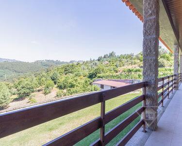 Moradia T3, inserida em lote de 4,7ha, com vista deslumbrante sobre o Douro