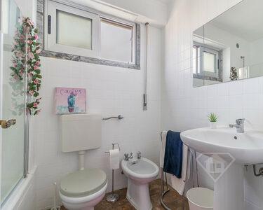 Apartamento T2, com cozinha equipada e localização privilegiada, em Oeiras