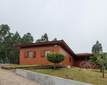 Moradia isolada T3, com vistas únicas e próxima do Rio Douro, em Aguiar de Sousa