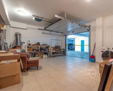 Moradia em banda T4+1, com acabamentos de luxo e garagem, em Mafra