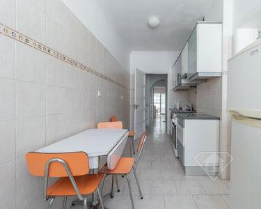 Apartamento T3, remodelado, em Algés