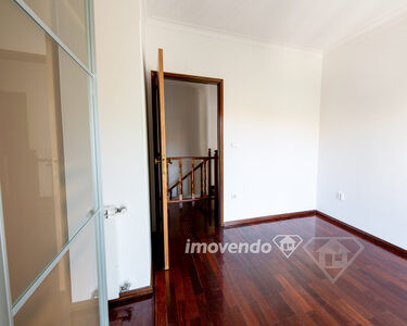 Apartamento Duplex T4, com garagem para duas viaturas, em Marzovelos, Viseu