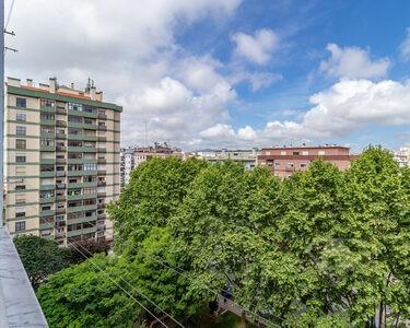 Apartamento T4, com arrecadação, junto aos acessos a Lisboa e Sintra, no Cacém