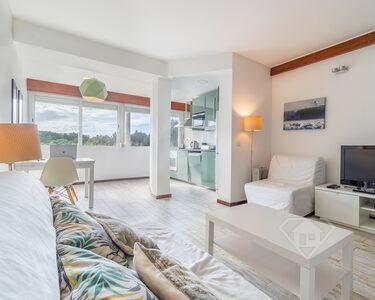 Apartamento T1, com cozinha equipada e junto à praia, em Carcavelos
