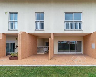 Moradia T3+1, em condomínio fechado de luxo, em Vila Verde, Terrugem