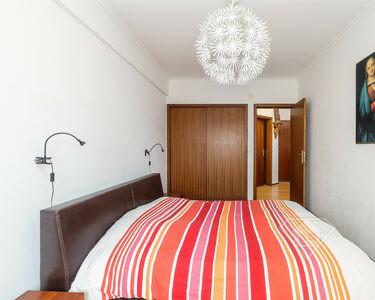 Apartamento T2, com lugar de estacionamento e cozinha equipada, na Penha de França