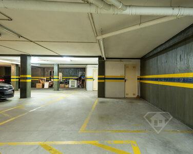 Apartamento T2, com dois lugares de estacionamento, em Valongo
