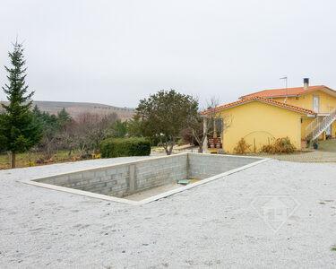 Moradia T4+1, inserida em lote de 2,3ha, num espaço natural único, em Mirandela