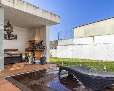Moradia em banda T3, mobilada, com acabamentos de luxo e garagem, em Aveiro