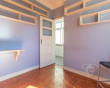 Apartamento T4, com excelente exposição solar, em São Domingos de Benfica